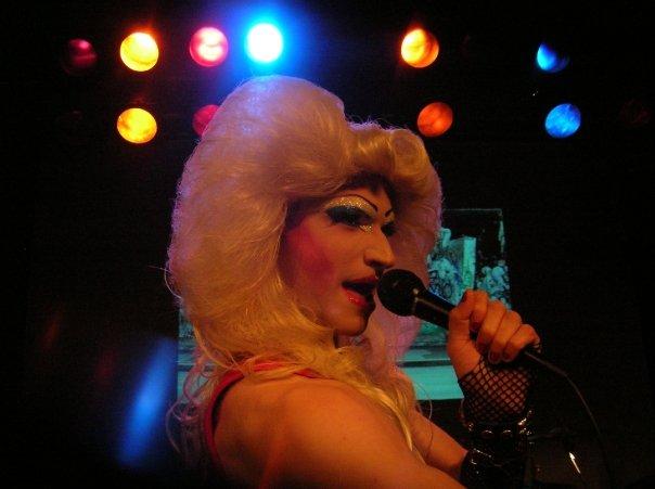 Danny Bryck as Hedwig
